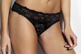 Panties realized in fine and stretch lace flounce in floral motif